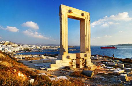 נאקסוס. ליקר מאתרוגים ומוזיאון ארכיאולוגי