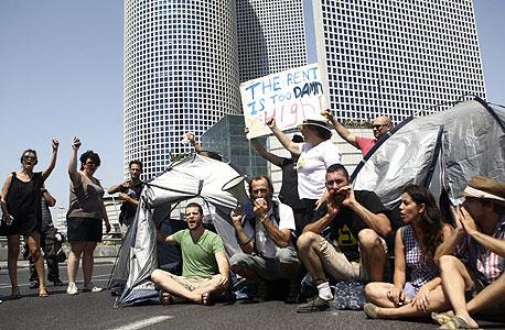 אוהלים ליד עזריאלי. צריך שקיפות! אנחנו רוצים לאן הולך הכסף שלנו!, צילום: אוראל כהן