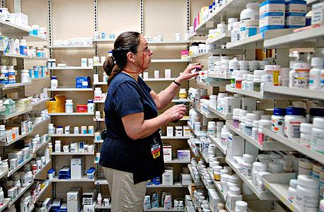 בית מרקחת בפנסילבניה. למיליוני אמריקאים ללא ביטוח בריאות ההזמנות ברשת הן הפתרון הזול והזמין, צילום: בלומברג