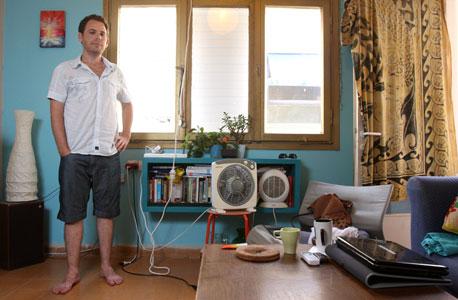 """זיו זלצמן (32),  מהנדס בחברת הייטק. """"אני חי, אני לא מתכלב"""""""