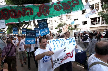 החרפה במחאה: שורפים צמיגים במאהל ג'סי כהן