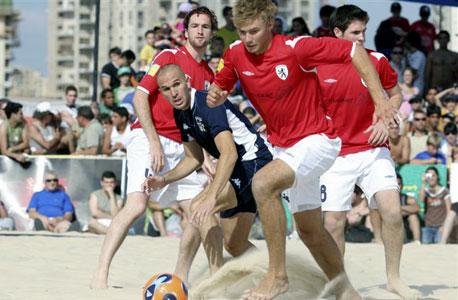 כדורגל חופים. איפה? חוף פולג וחוף סירונית בנתניה