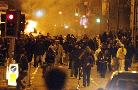מהומות בלונדון. אזעקות מכל עבר