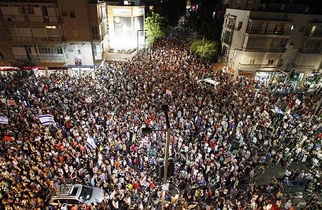 """הפגנת הענק בתל אביב. """"כל אחד יכול להבין את עקרונות הכלכלה, וזה הצעד הראשון  לקראת מימוש הזכויות שלנו"""""""