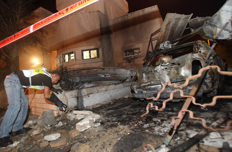 """צה""""ל תקף בעזה; דיווחים על מגעים לרגיעה בקהיר"""