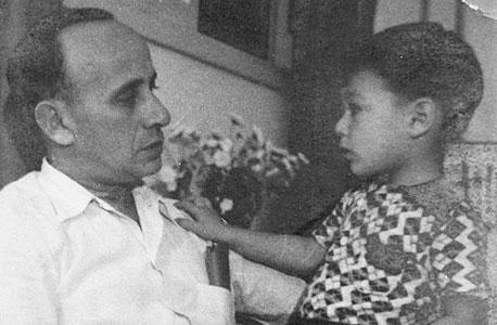 צבי נטע בילדותו עם אביו, צילום רפרודוקציה: תומי הרפז