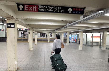 תחנה ריקה ברכבת התחתית של ניו יורק, צילום:רויטרס