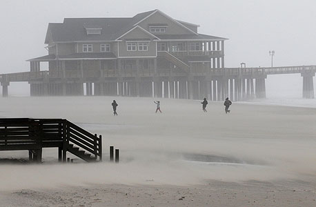 הסופה מכה בחוף המזרחי, צילום: איי פי