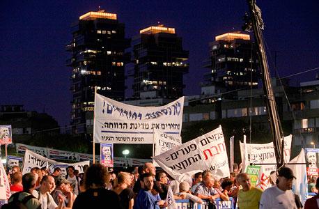 מפגינים בתל אביב , צילום: אריאל שרוסטר