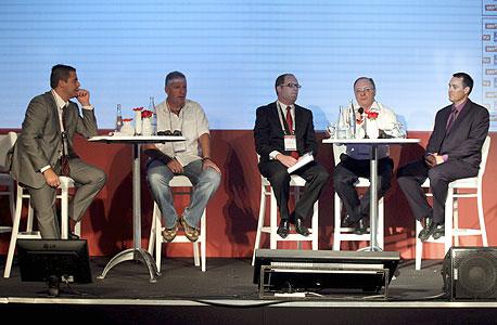 מימין: רון אייכל, ליאו ליידרמן, מני גורמן, גלעד אלטשולר וגולן פרידנפלד, צילום: עמית שעל