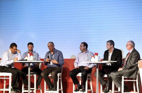 מימין: חנינא ברנדס, אהרון מנקובסקי, בועז מעוז, דב מורן, אסף גלעד ומאיר אורבך, צילום: עמית שעל