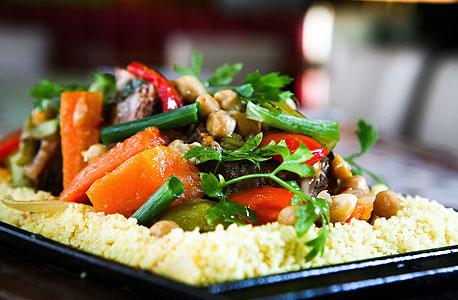 קוסקוס אתניקה. טעם תעשייתי, בשר מאיכות ירודה ויותר מדי אבקת מרק