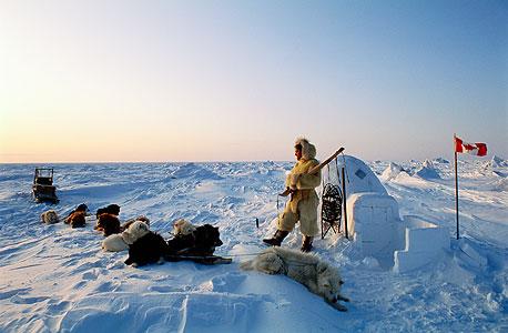 אינואיט בערבות הקרח באי באפין. עדיין חיים שם בעיקר מציד של חיות פרא