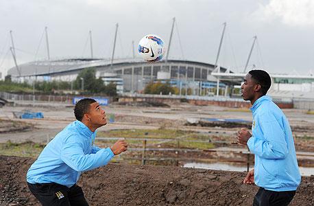 שחקני מנצ'סטר סיטי שברגע אצטדיון אתיחאד. הפוקוס עובר על השקעה בנוער