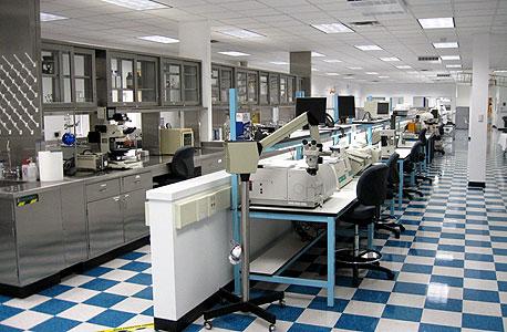 מעבדת ההמצאות של אינטלקטואל ונצ'רס אחראית לאלף פטנטים של החברה, שאף אחד מהם לא הגיע לשימוש מסחרי. לעומת זאת, פעילות רכש הפטנטים שלה הכניסה לפורטפוליו יותר מ־30 אלף פטנטים