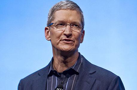 """טים קוק מנכ""""ל אפל. יחפש רכישה אחרת?"""