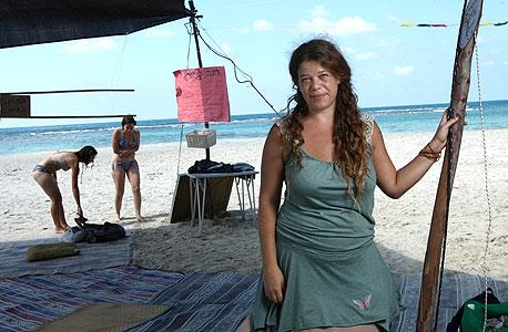 לירונה ארד במאהל המחאה בחוף נחשולים