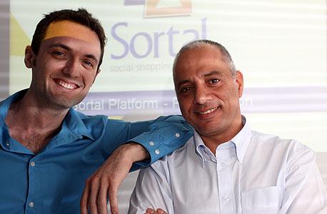"""עמי מעודד (מימין) ומאיר צייטלין סמנכ""""ל הטכנולוגיה של סורטל. """"יש מותגים שלא היו ערוכים להתמודד עם כמות הפניות"""""""