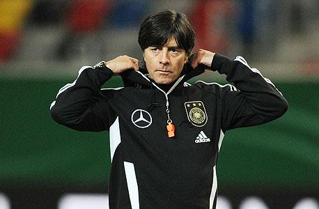 """יואכים לב. האימון, בגרמניה מבינים, הוא חינוך לכל דבר. ולכן זה לא מפתיע שלקורס מאמנים בסיסי וגם בקורס הכשרה ברמה גבוהה ביותר נקרא המאמן """"מורה לכדורגל"""" (Fußball-Lehrer). מהשם מתחילה ההבנה של עבודתו של מאמן — למידה ולימוד., צילום: איי אף פי"""