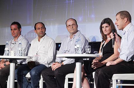 מימין: ליאור בנאי, דנה פורטר, יחיאל בן-שושן, רמי לוי, אריאל שרייבר