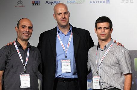 """מימין לשמאל: רוני פרשני, סמנכ""""ל הטכנולגיות, ליאור קוניצקי ממכון היצוא וסעדיה עוזרי, מנכ""""ל Zappix"""