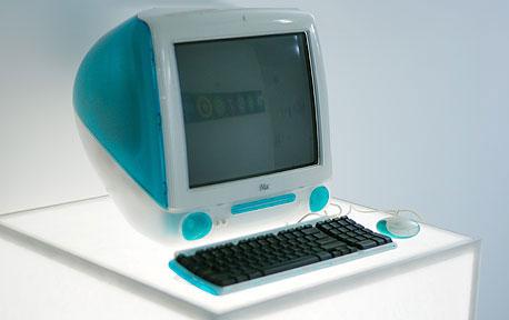 קונכיה שקופה כחולה. הדגם הראשון של מחשב ה-iMac