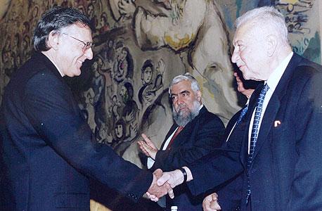 1999. דן שכטמן מקבל את פרס וולף בפזיקה