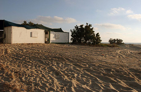 קראוונים שהוצבו בחוף נווה ים