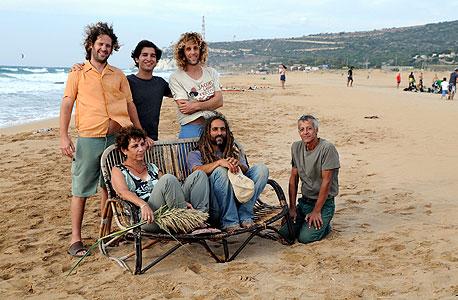 הפעילים הירוקים בחוף בצת