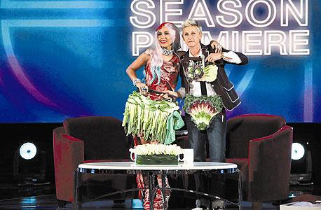 """The Ellen DeGeneres Show"". אורחת: ליידי גאגא. איפה: ברבנק, קליפורניה"