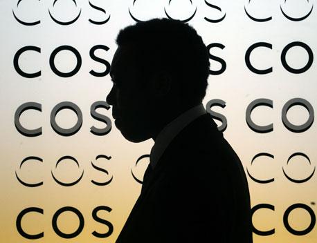 """בלעדי ל""""כלכליסט"""": מגעים ליבוא מותג האופנה COS לישראל"""
