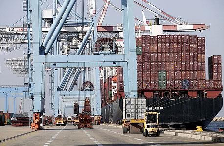נמל חיפה כיום. בניית הנמל החדש אמורה להסתיים עד שנת 2021