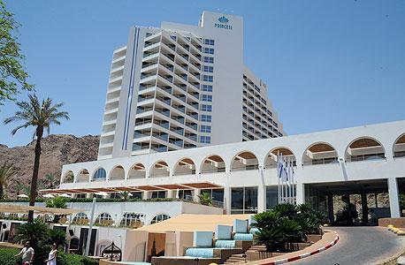 הבריכה במלון הנסיכה באילת