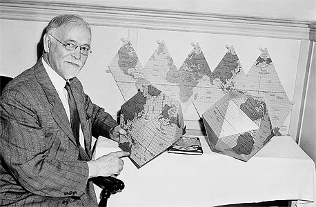 """אירווינג פישר, 1929: """"מחירי המניות הגיעו לישורת גבוהה. אני לא מאמין שתהיה נפילה של 60 נקודות במדד, ואני צופה שתוך כמה חודשים אף תהיה עלייה חדה במחירי המניות"""". שבוע בדיוק לאחר מכן השוק התרסק והשפל הגדול החל"""