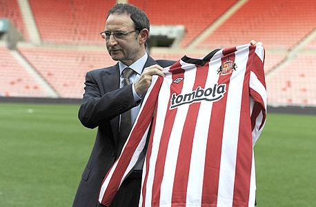 """מרטין אוניל עם חולצת סנדרלנד. עשויה לקבל עד 20 מיליון ליש""""ט בשנה מהחסות, צילום: רויטרס"""