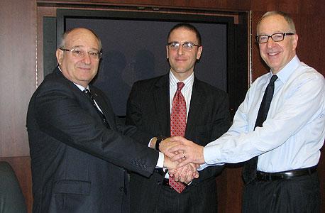 מימין: נשיא קורנל, פרופסור דיוויד סקורטיון; בכיר בעיריית ניו יורק, סת' פינקסי; נשיא הטכניון, פרופסור פרץ לביא