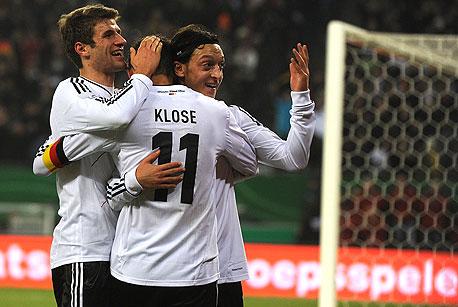 מסוט אוזיל וחבריו לנבחרת גרמניה. הנבחרת הגרמנית הפכה לאחת מהטכניות ביותר בעולם