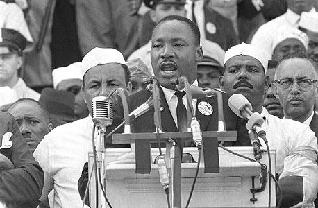 """ד""""ר מרטין לותר קינג בנאומו """"יש לי חלום"""", 1963. יותר ויותר אזרחים במדינות דמוקרטיות משתתפים בממשל על ידי פעילות ישירה ומחאתית"""
