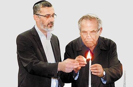 סטף ורטהיימר (מימין) וראש מועצת תפן צביקה כהן