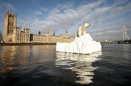 מיצג מחאה בלונדון להגברת המודעות להתחממות הגלובלית