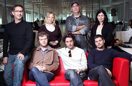השופטים בתחרות. עומדים מימין - סופי שולמן, ינון לנדנברג, סנונית ליס, איל אברמוביץ'. יושבים - ליאור דורי, דן אבלגון ושי רינגל