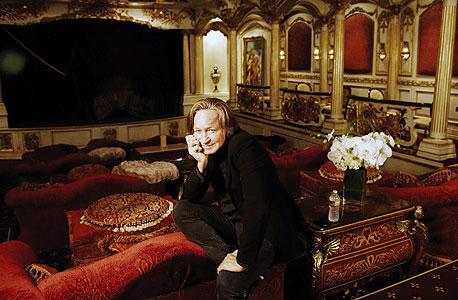 "חדיד בתיאטרון הפרטי ב-Le Belvedere. ""אני One man show"""