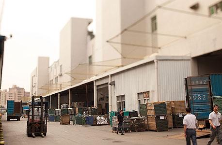 אחד ממפעלי פוקסקון. כשבאים לבקר, הכל מסתדר, צילום: בלומברג