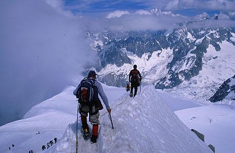 טיפוס הרים. מחיר: 3,000-5,000 דולר (כולל הכל)