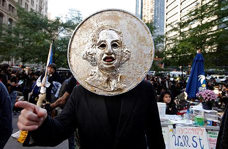 הפגנה בפארק זוקוטי, שבו יזם רוס את קבוצת הבנקאות האלטרנטיבית. בין 293 החברים יש גם בנקאים ורגולטורים