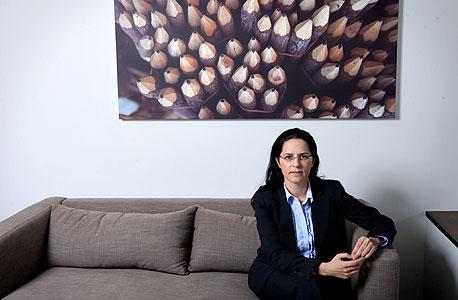 """עו""""ד שרון קלינמן, ליוותה את השופט יורם דנציגר לחדר החקירות"""