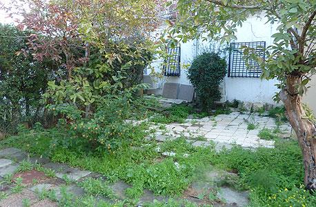 """בית בן 2 חדרים ברחוב פבריגט בר""""ג. 40 מ""""ר עם זכויות בנייה ל-100 מ""""ר וחצר בשטח של 60 מ""""ר. מחיר: 1.28 מיליון שקל. שיפוץ מוערך ב-400-250 אלף שקל. לפרטים:  זכיין רי/מקס 100% בגבעתיי-ר""""ג"""