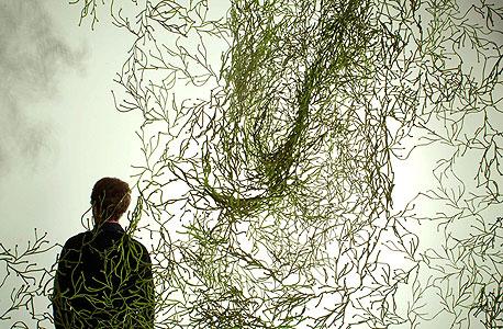 """Algues"""" — אלמנט דקורטיבי מפלסטיק. מזכיר צמחייה ויכול לשמש כמחיצה או כווילון מאיר"""