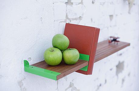 """עיצובים של """"סטודיו ו..."""": מדפי עץ"""