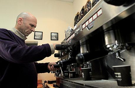 קפה עולה, כנות (בתמונה: הבעלים ניר אלינסון)